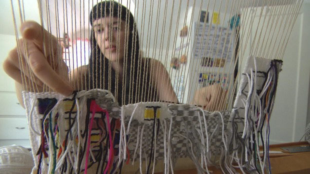 Mattes uses a 2-harnessed tapestry loom from the 1970's.