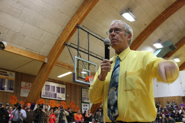 Harney County Judge Steve Grasty at a community meeting in Burns on Tuesday, Jan. 19.
