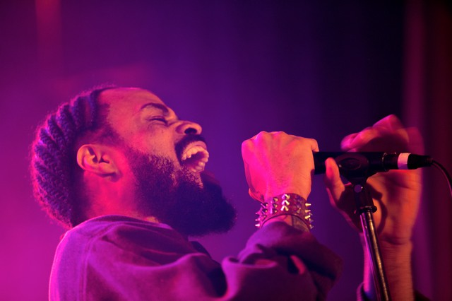 Bilal performing at the Star Theater in Portland.