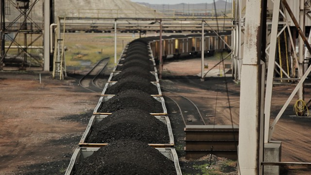 Coal like this from a Wyoming mine could be heading to Longview, Washington.