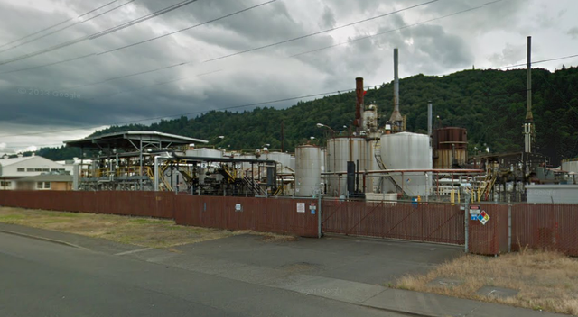 A Google Earth image of the Paramount Petroleum asphalt plant, recently sold to a an investment firm and leased to Arc Logistics Partners LP for use as a crude oil terminal.