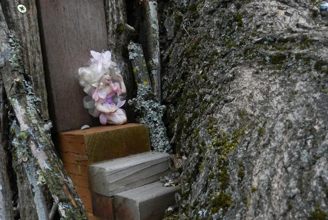 This fairy house belongs to Ragizo, an elf who lives and plays with friends in his very elaborate garden, which includes a hotel, a Ferris wheel and an archery field.