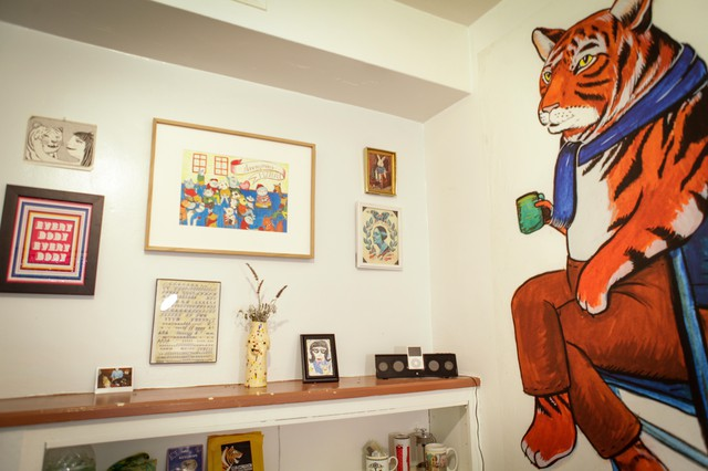 Nicole Georges' gave us a tour of her new studio in Highland Park, California.