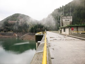 The Detroit Dam on Jan. 12, 2018. The U.S. Army Corps of Engineers has proposed building a 300-foot tower at the dam to improve water temperatures and fish passagefor salmon and steelhead.