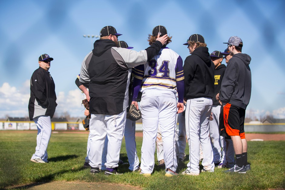Hermiston plays a baseball doubleheader against Mountain View in 2017. When an OSAA proposal had Hermiston traveling up to eight hours for league games, the school sought alternatives.