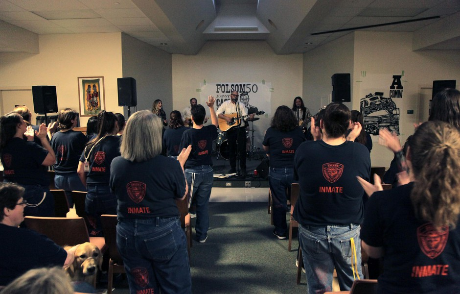 Band Takes Johnny Cash's 'Folsom' Concert To Oregon Prisons