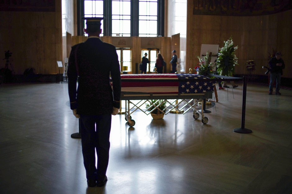 Secretary of State Dennis Richardson's body lay in state in the Oregon State Capitol Building.