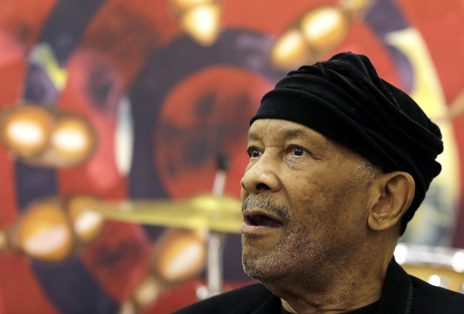 """Jazz musician Roy Ayers, looks on during his workshop with young music artist at Funda Centre in Soweto, South Africa, Friday, Sept. 29, 2017. Ayers, who is in South Africa for a jazz festival, radiated enthusiasm on Friday as he urged a couple of dozen people at an arts center to """"vibe on"""" role models even if they don't always meet expectations."""