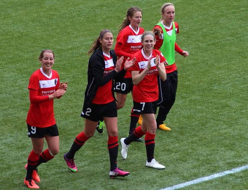 Dani Foxhoven (far left) played for the Portland Thorns after she returned from Russia.