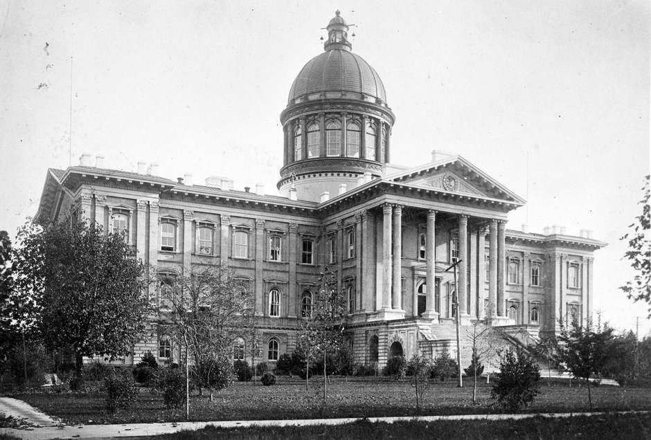 The Oregon State Capitol building of 1876. Carolyn B. Shelton served as acting governor of Oregon from this building for roughly 49 hours in 1909. The building was destroyed by a fire on the night of April 25, 1935.
